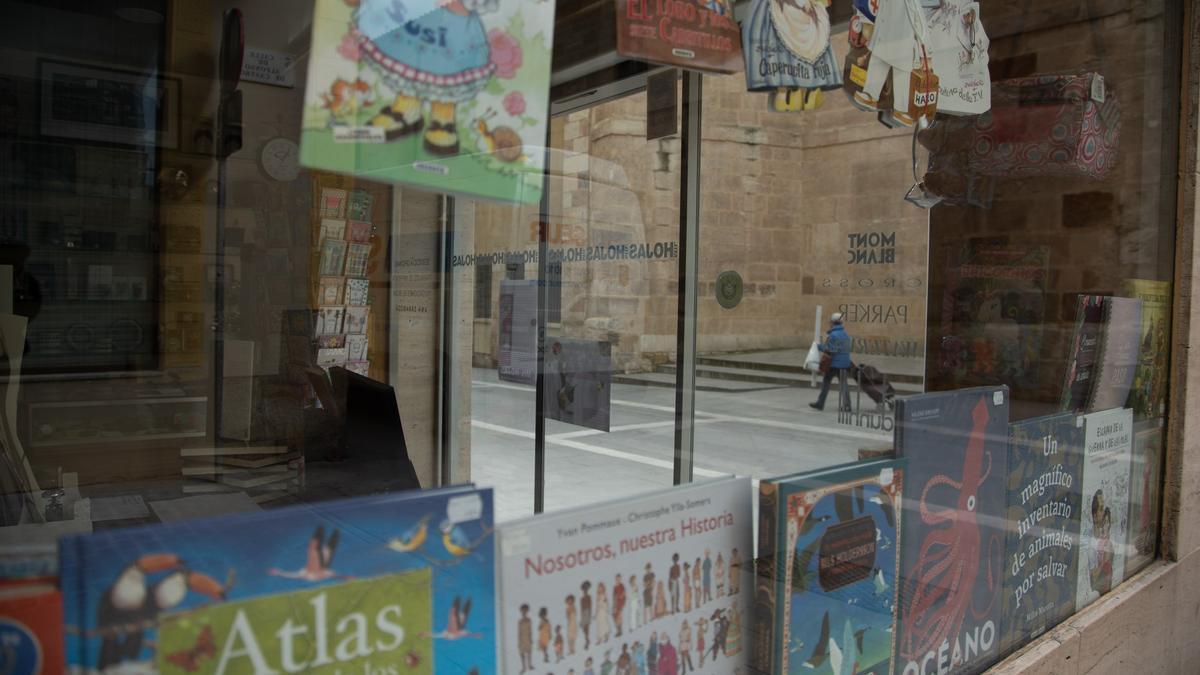 Un escaparate de una librería de Zamora