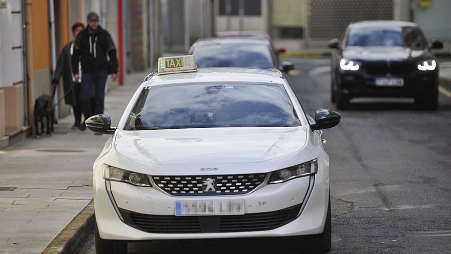 Taxistas de A Estrada piden la creación de una tercera parada ante el nuevo centro de salud