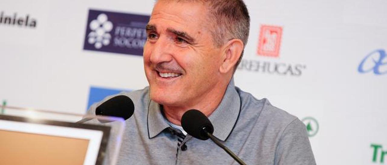 Paco Herrera, durante la rueda de prensa de ayer en el Estadio de Gran Canaria.
