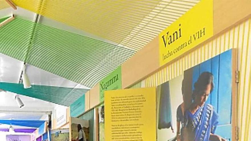 Un camió-exposició de la Fundació Vicente Ferrer obre la Manresa Solidària