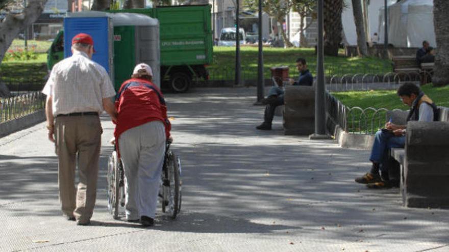 Canarias no da asistencia personal a grandes dependientes