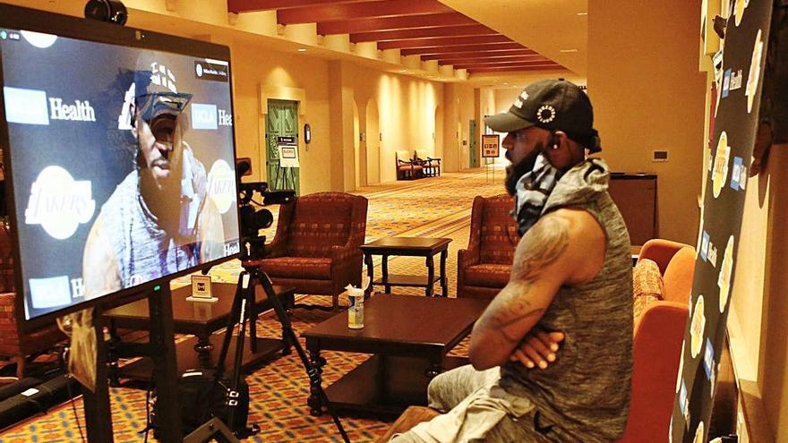 Els futbolistes es troben a prop dels jugadors  de l'NBA però no hi ha cap contacte entre ells