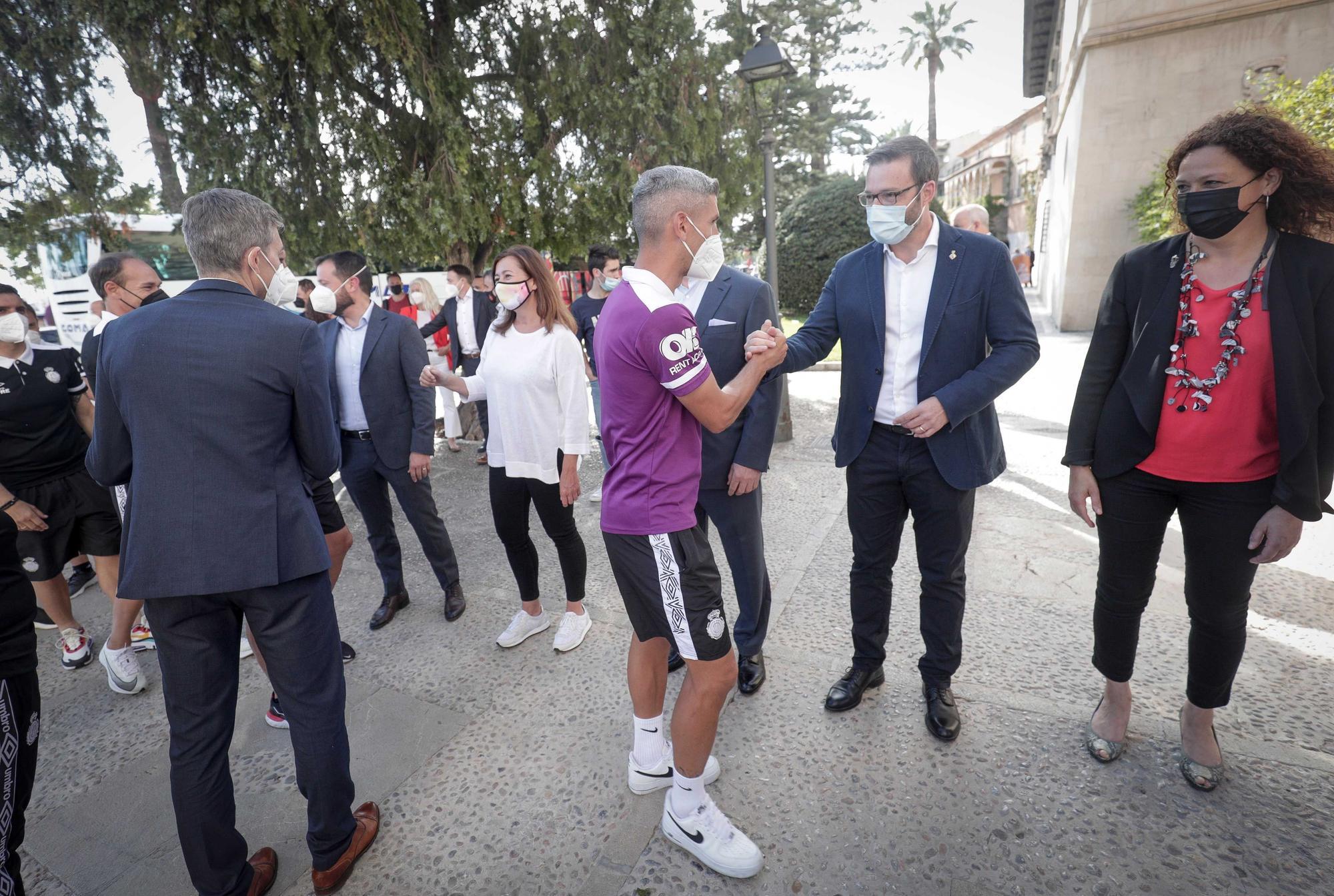 """Recepción institucional al Real Mallorca: """"Con el ascenso habéis dado una alegría muy grande a la sociedad mallorquina"""""""