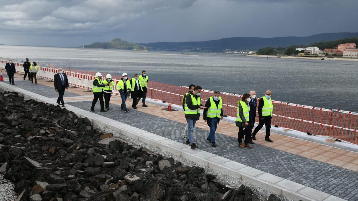 Visita del delegado del Gobierno a las obras del paseo marítimo entre Pontevedra y Marín.