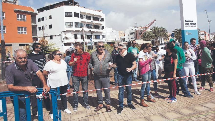 """Juan Hernández: """"Con vientos del sur el muelle está desprotegido"""""""