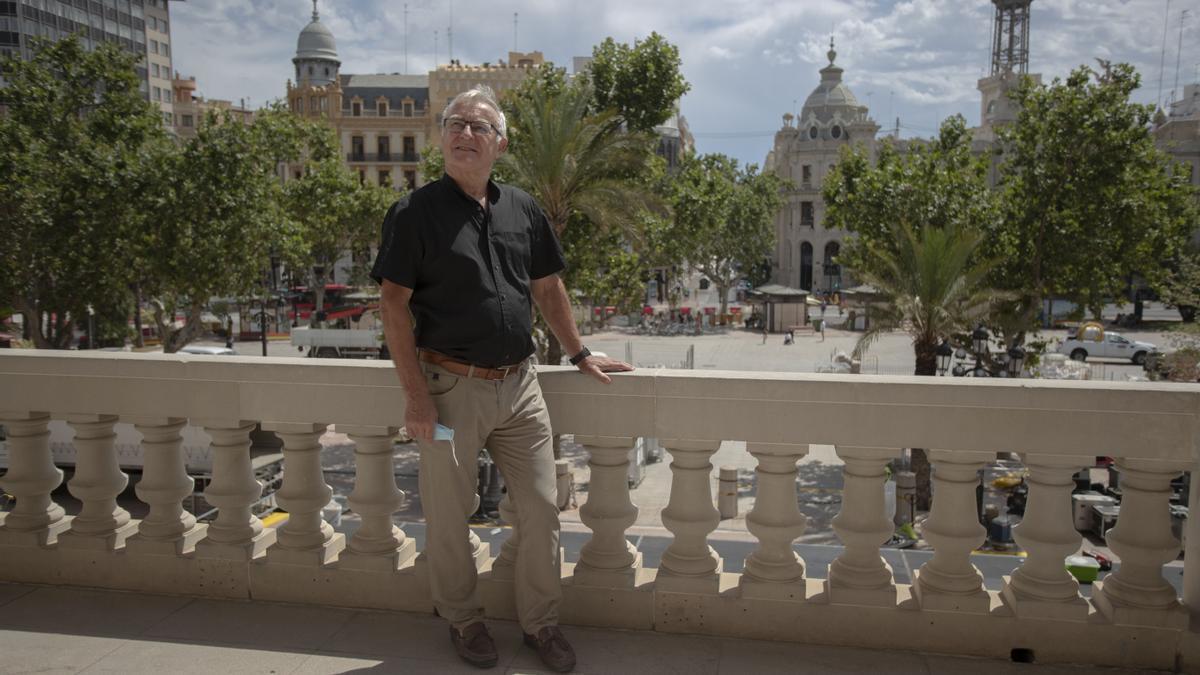 Joan Ribó, en el balcón el Ayuntamiento de València.