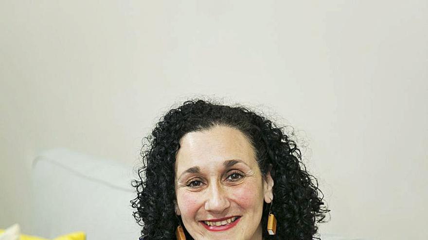 """Patricia Valmurián: """"La poesía se disfruta quedándose con la impresión, como el arte contemporáneo"""""""