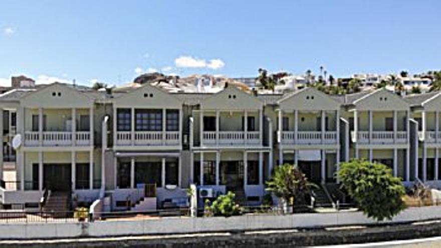 319.000 € Venta de casa en Vistabella (S. C. Tenerife) 260 m2, 4 habitaciones, 3 baños, 1.227 €/m2...