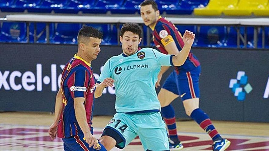 El Barça vuelve a cebarse con el líder
