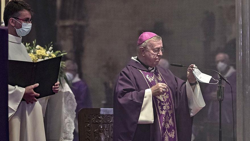 Salud admite que no puede evitar vacunaciones irregulares como la del obispo Taltavull