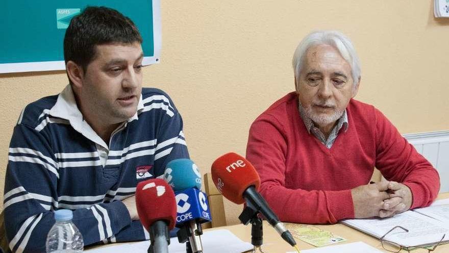 Cándido Ruiz (izquierda) con Honorio Vega, durante la rueda de prensa.