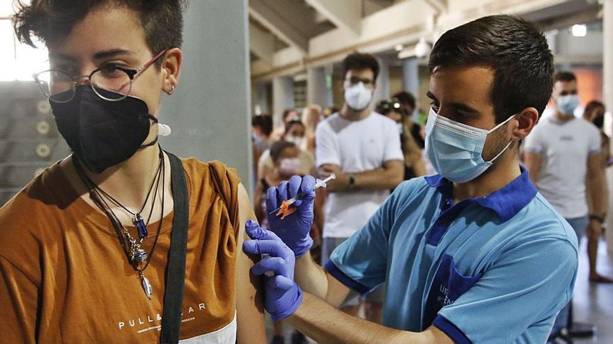 El 82% de la población cordobesa ha recibido al menos una dosis contra el covid