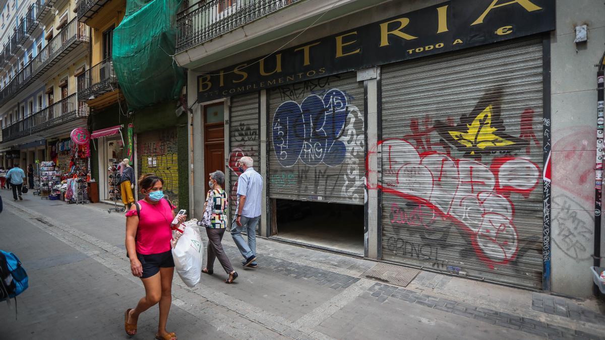 Comercios en el centro de València.