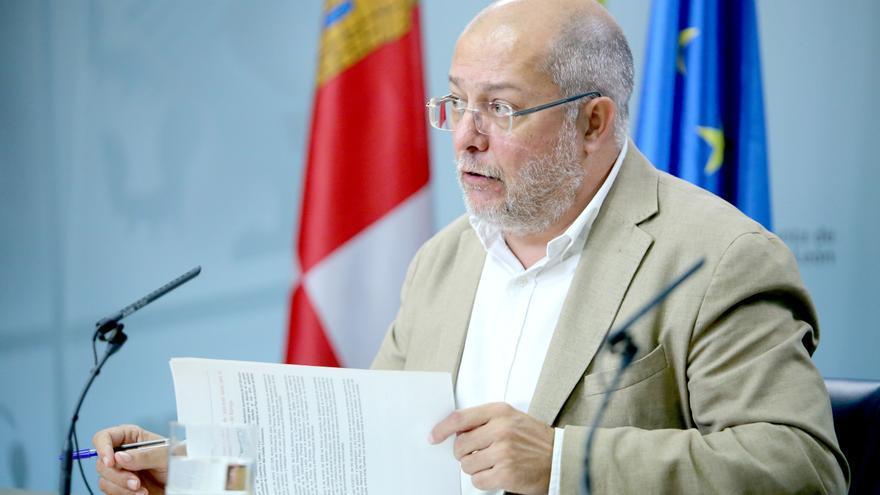 Igea recuerda que ya está prohibido fumar en las terrazas de Castilla y León