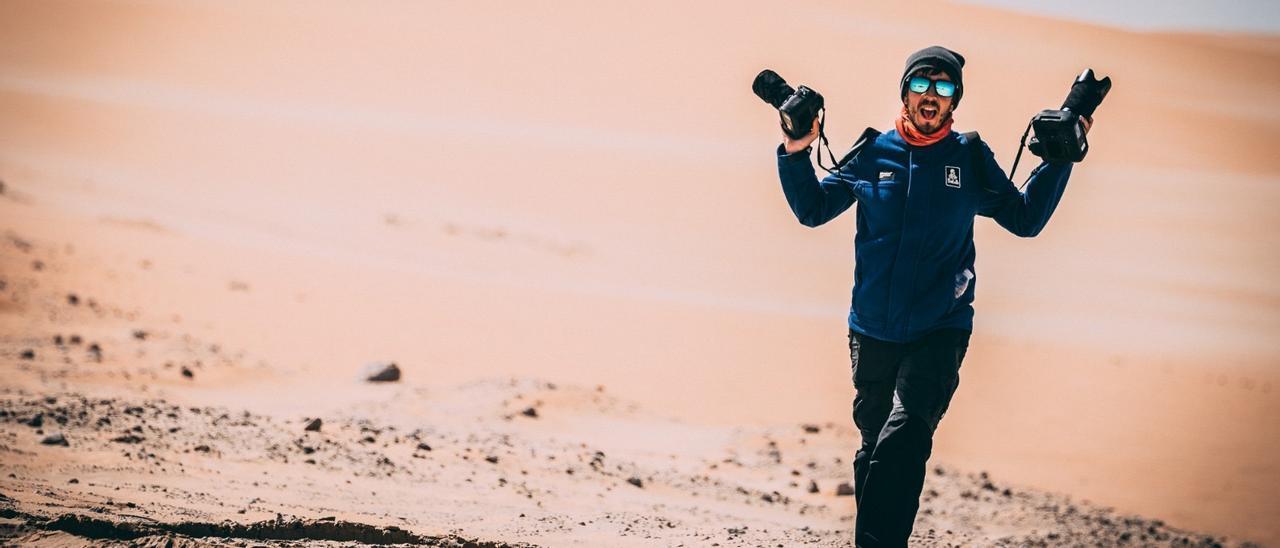 Charly López en plena jornada de trabajo durante el pasado rally Dakar.