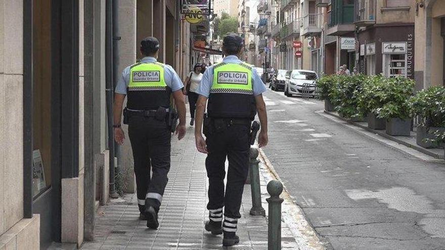 Detenen un conductor begut a Figueres després de provocar danys al vehicle policial