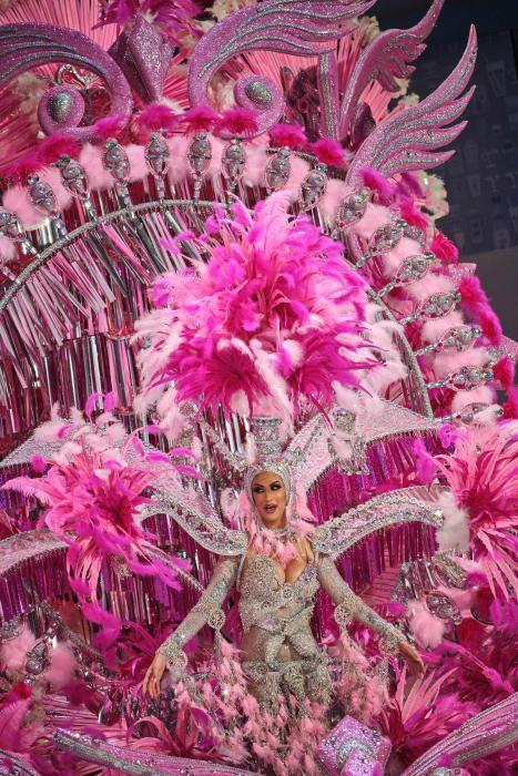 Candidatas durante la Gala de Elección a Reina del Carnaval de Santa Cruz