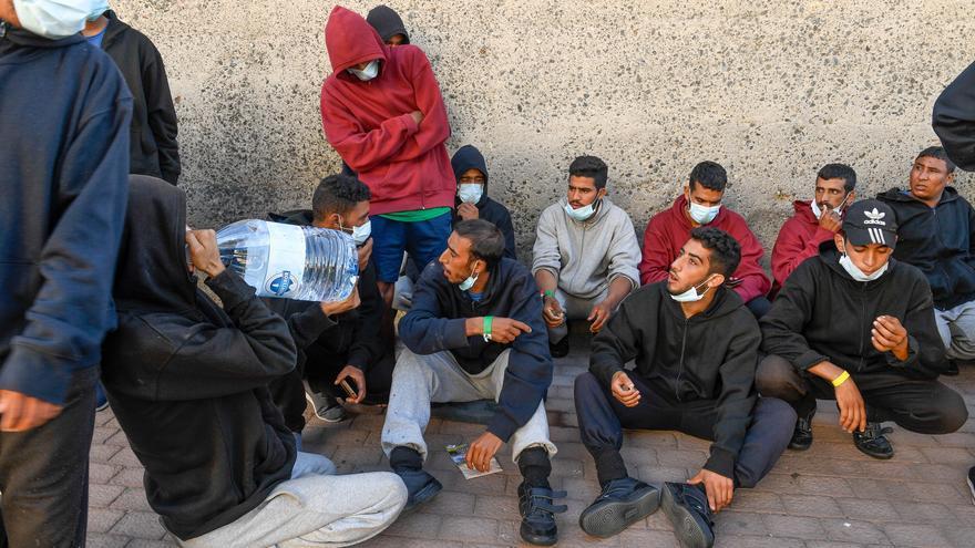 Canarias urge al Gobierno a derivar a los inmigrantes a otras comunidades