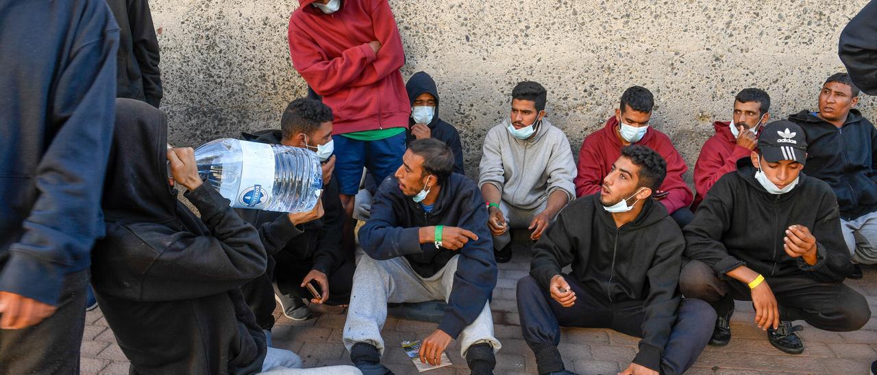 Migrantes en Arguineguín, en una imagen de archivo
