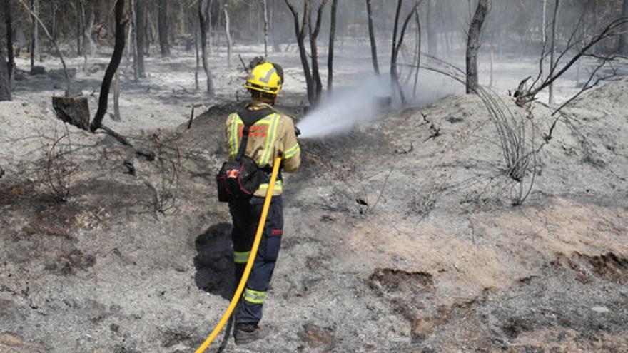 Els Bombers extingeixen l'incendi de Ventalló, que ha cremat 34 hectàrees