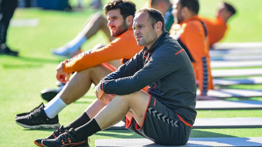 Almirón y seis jugadores, libres para negociar con otros clubes