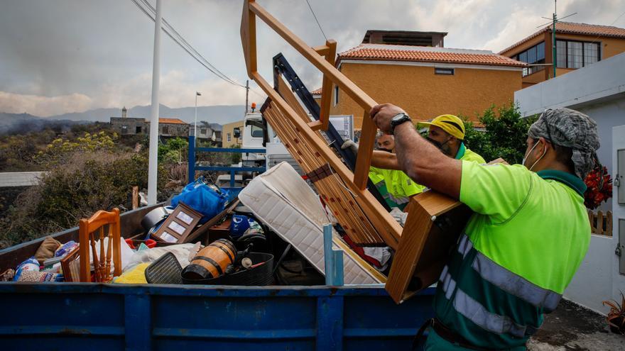 Los vecinos vacían sus casas en Todoque ante la llegada inminente de la lava