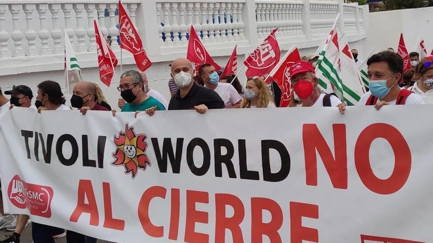 """Un centenar de personas marchan por la reapertura del Tívoli y exigen a administraciones que no les """"den largas"""""""