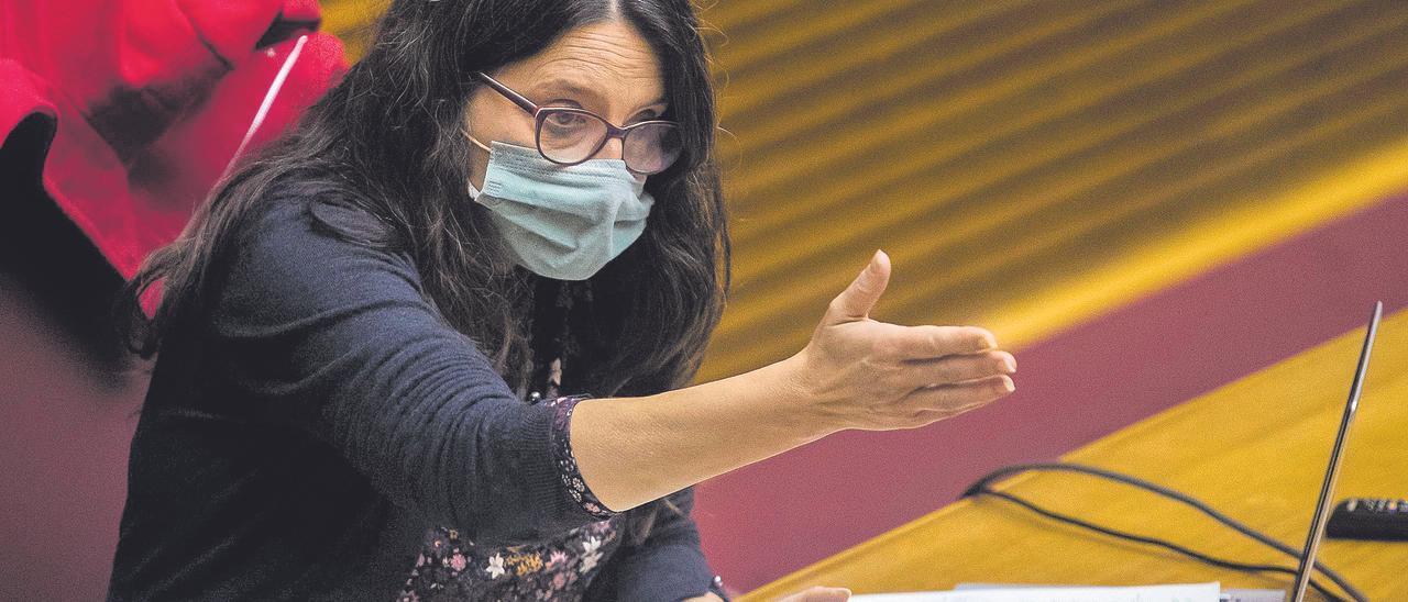 En el punto de mira. Mónica Oltra, en las Cortes Valencianas, en la presentación de los presupuestos de 2021.