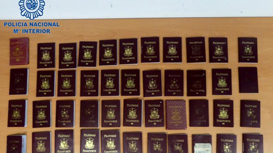 Detenidos en Ibiza 50 filipinos con visados falsos