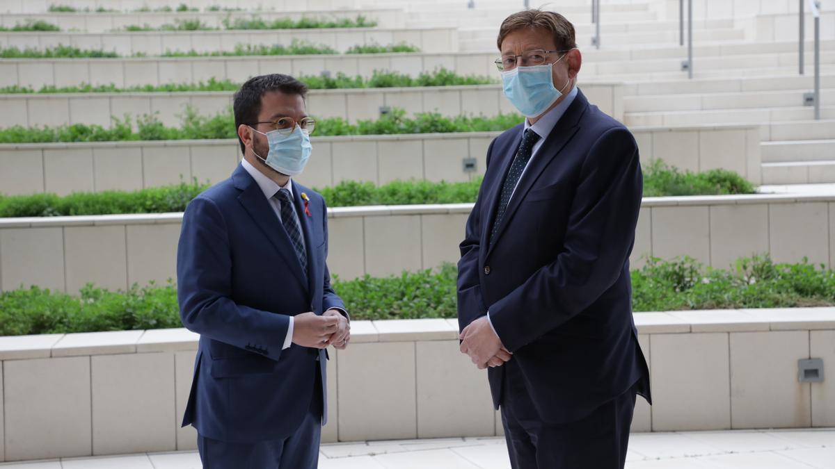 Los presidentes valenciano y catalán, Pere Aragonés y Ximo Puig, antes de su reunión de hoy.