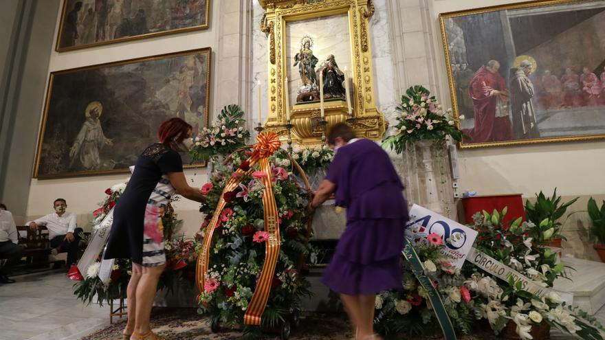 Alcoy colma de devoción y flores a la Virgen de los Lirios