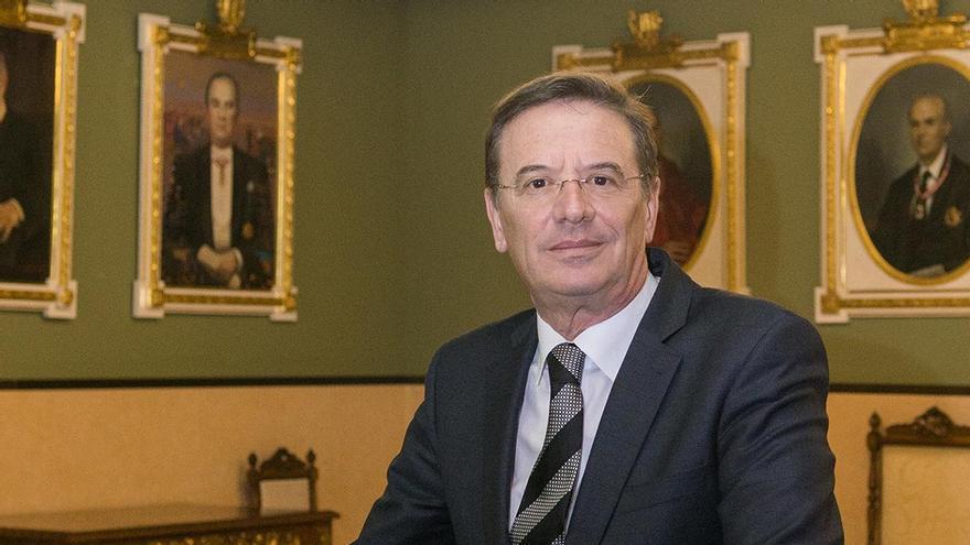 Los notarios de la Comunidad reeligen a Francisco Cantos como decano