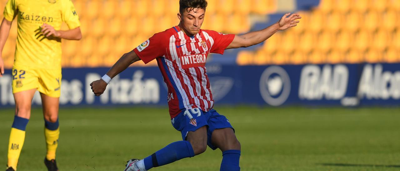 Manu García, en un encuentro de esta pasada temporada con el Sporting