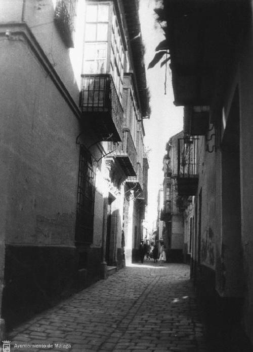 La calle Beatas, con el convento en primer plano, a la izquierda.