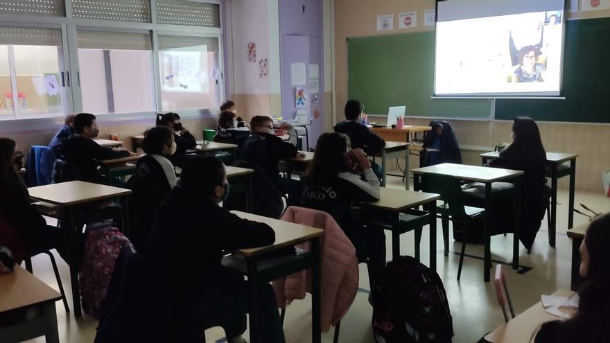 """""""¿Cómo hacer el periódico?"""", charla formativa para los centros de FARO DA ESCOLA"""