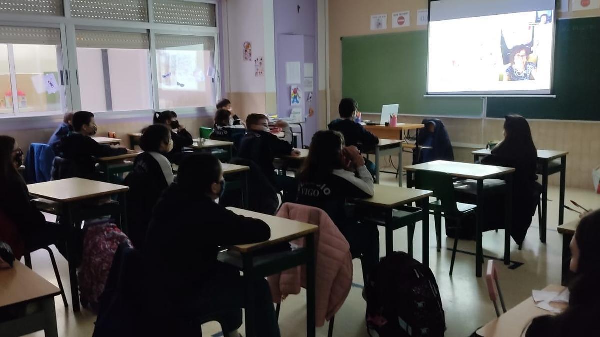"""Uno de los colegios en la anterior charla virtual del proyecto, en este caso sobre """"Ciencia en feminino"""""""