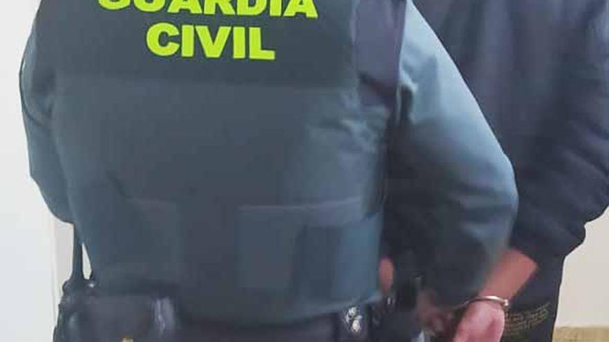 Detenido un hombre por tráfico de drogas para una fiesta en Ibiza