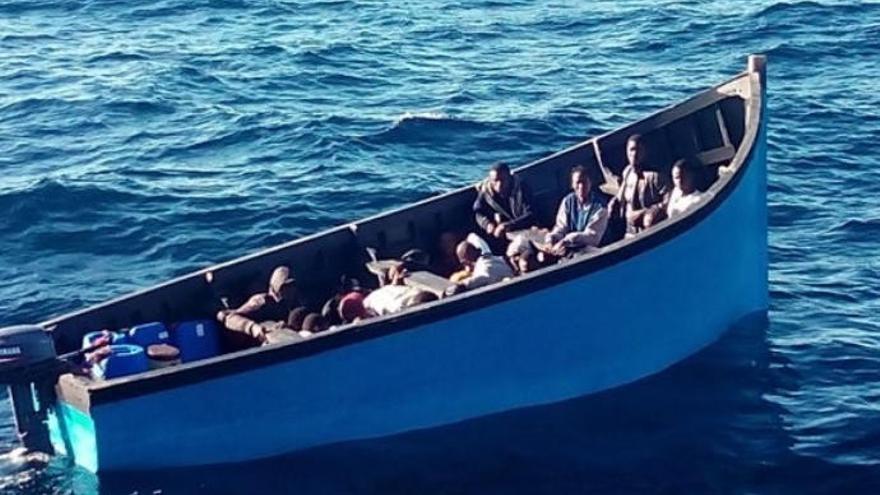 Llega a Maspalomas una patera con 32 migrantes a bordo