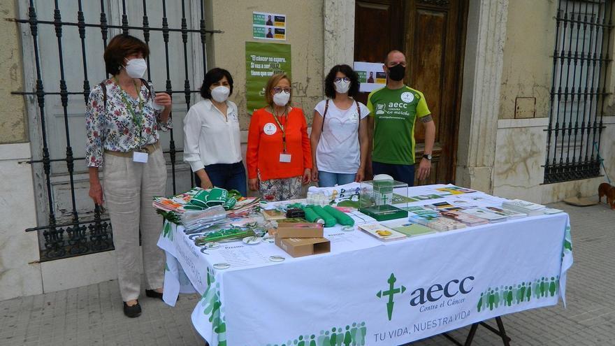 La junta local de la Asociación Española Contra el Cáncer de Rute despliega la campaña 'Espacios sin humo'