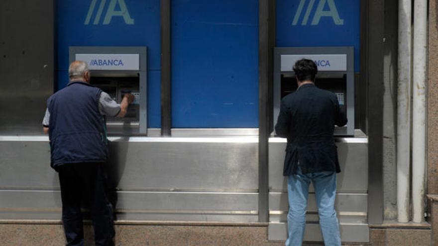 Casi la mitad de los concellos en Galicia tiene una o ninguna sucursal bancaria