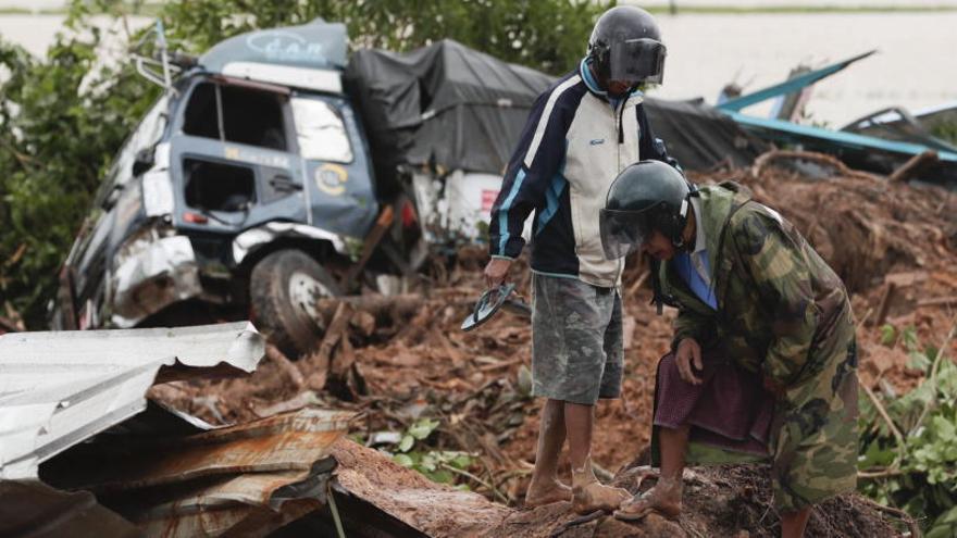 Elevan a 53 los muertos por un alud en el sureste de Birmania