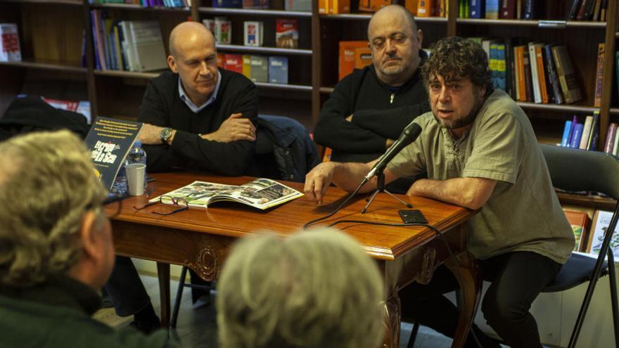 Autors de la Catalunya Central parlen de les seves novetats a Òmnium Bages-Moianès
