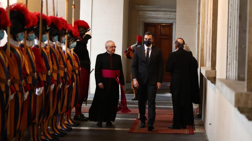 Sánchez y el Papa conversan durante más de media hora