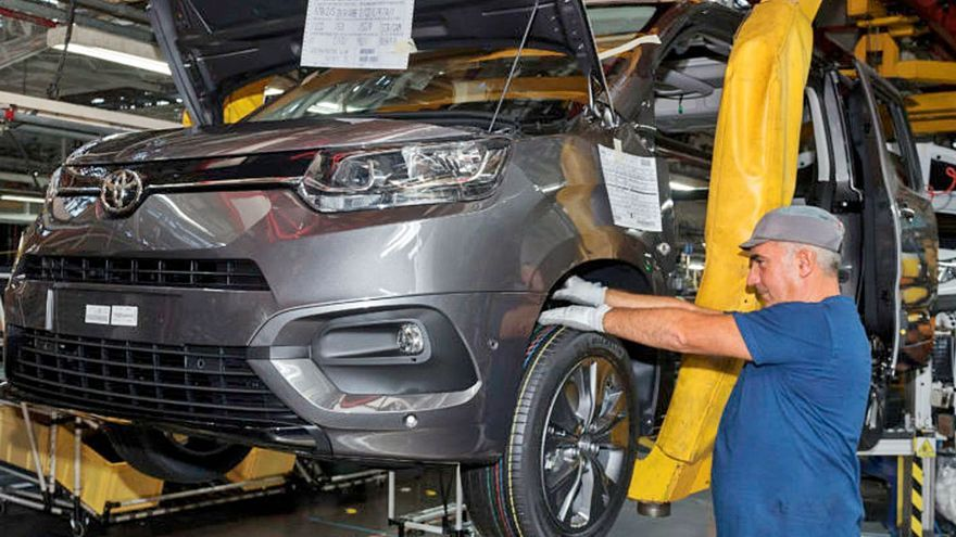 PSA producirá más furgonetas de la marca Toyota para que la CE apruebe su fusión con Fiat