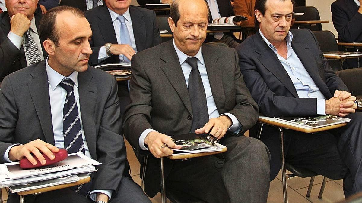 García Moreno, a la derecha de Llorente y Javier Gómez.