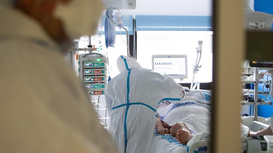 El hospital de Ibiza se blinda ante la pandemia: ni acompañantes ni visitas