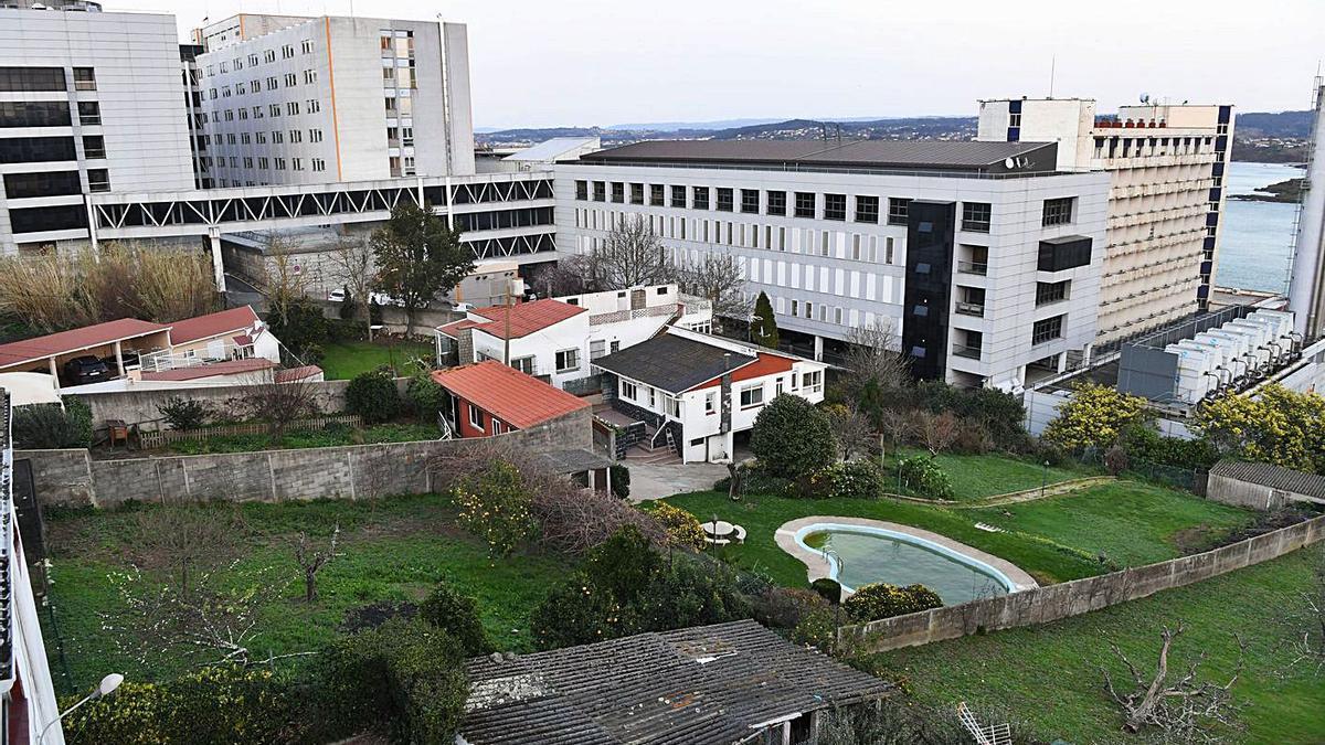 Viviendas en el ámbito en el que se prevé la ampliación de las instalaciones sanitarias. |   // CARLOS PARDELLAS