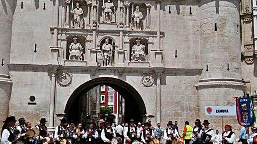 Los tamborileros de Fermoselle sorprenden en Burgos
