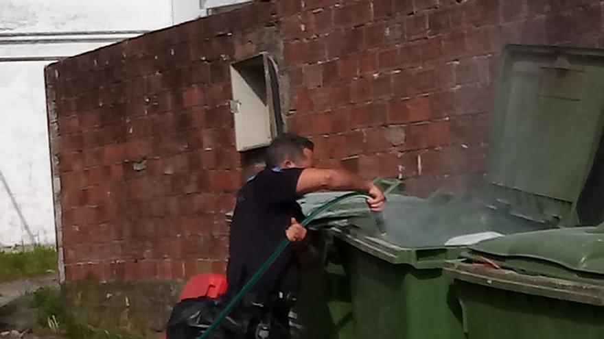 Dos contenedores quemados en Moaña