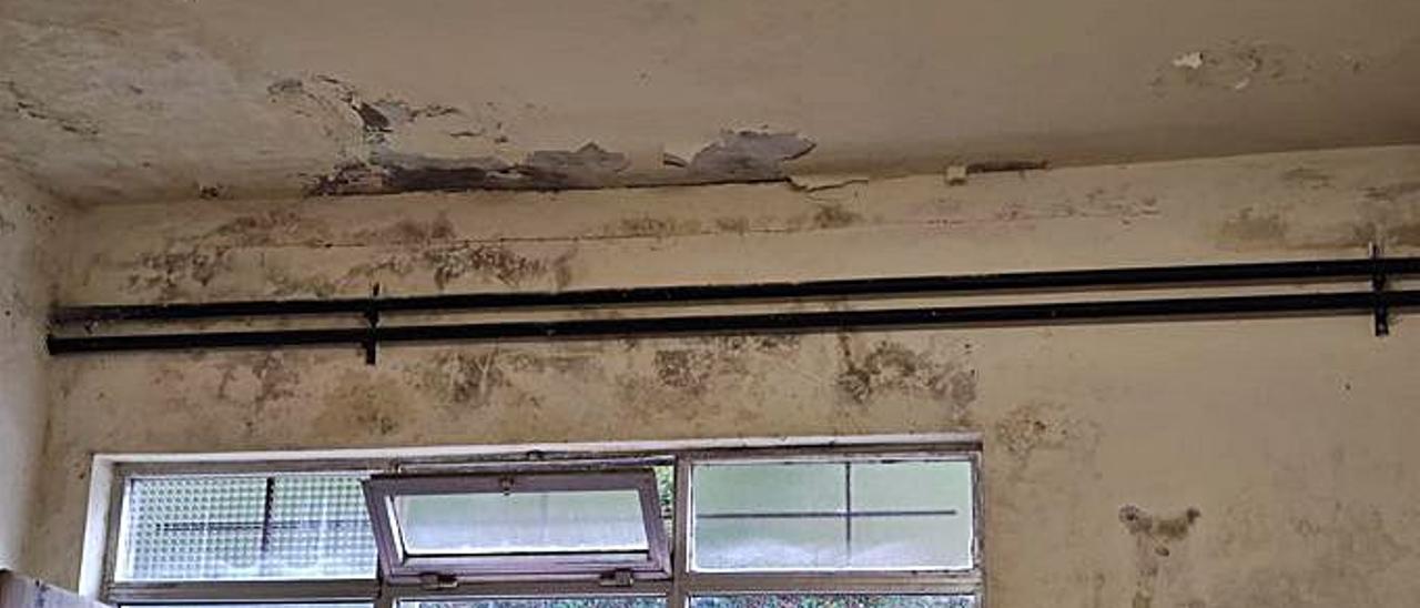 Desperfectos en el colegio Jovellanos de Vegadeo.